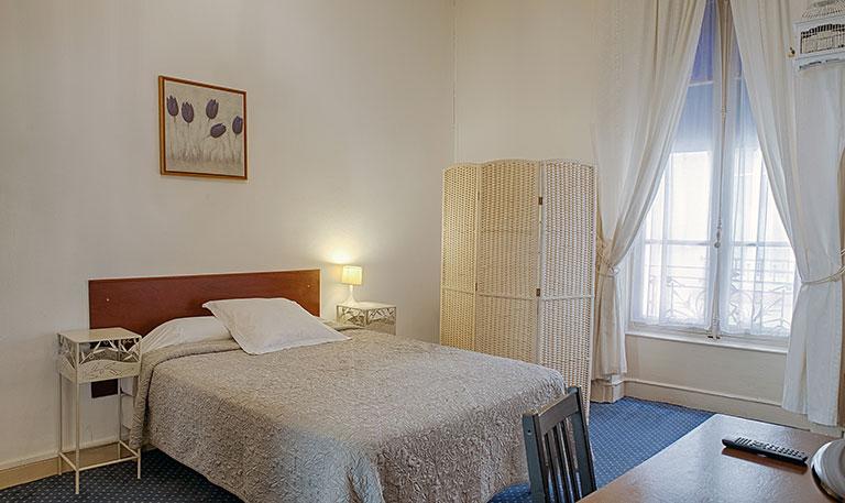 Chambre confort double à Lyon, hotel des facultés